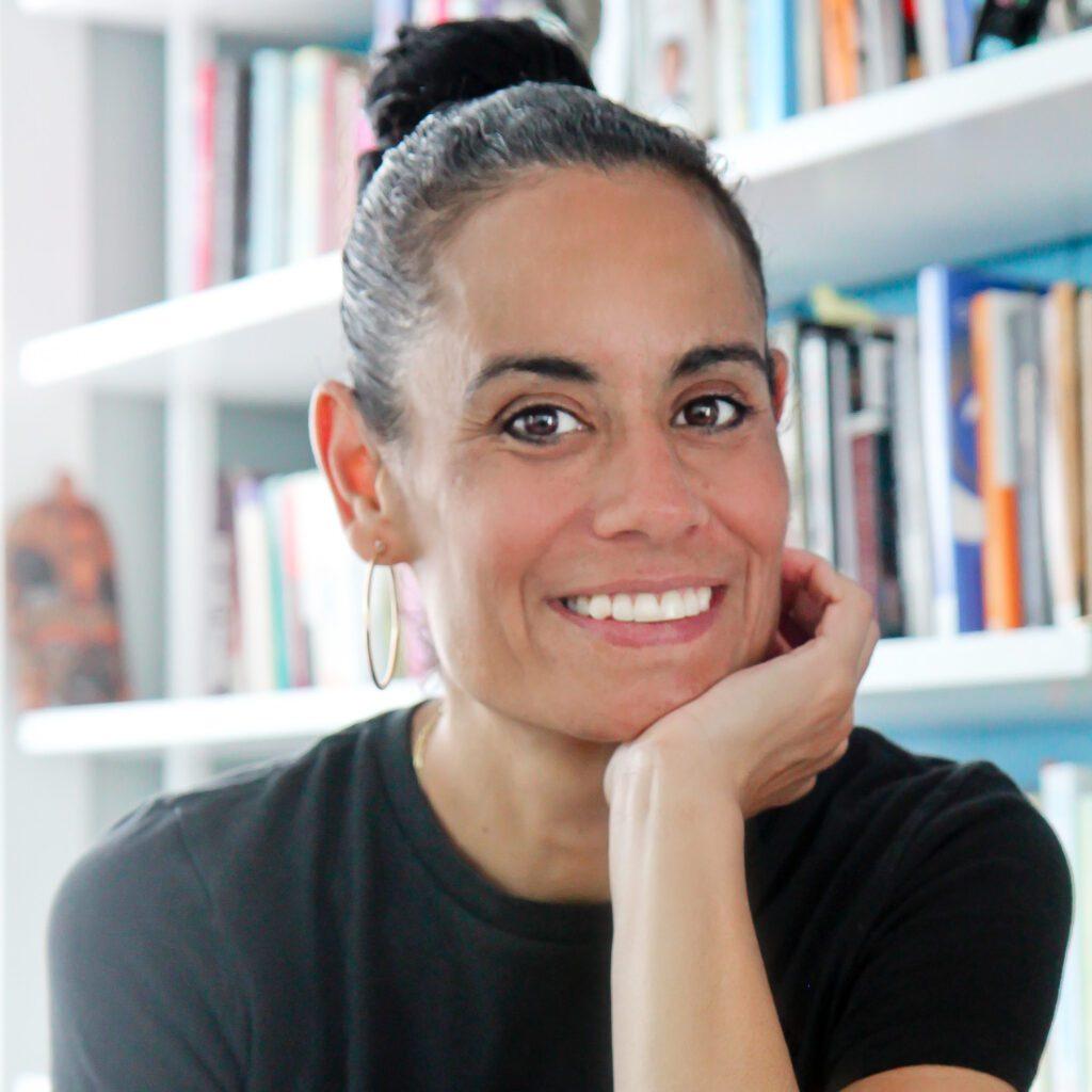 Laura Quiros Headshot